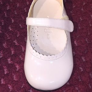 Girls white dress shoes Size 3T
